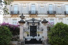 Smuk bygning i spansk kolonistil på Paseo de Montejo, Merida