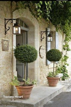 31 Easy French Country Decor Ideas On A Budget for 2018 – French Farmhouse Decor French Country Cottage, French Country Style, French Country Decorating, Country Life, Cottage Style, Vintage Country, French Country Lighting, French Country Exterior, French Country Gardens