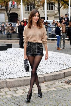 Celebrity winter outfits: Alexa Chung wearing a sweater and leather shorts with tights Leather Shorts Outfit, Black Leather Shorts, Tights Outfit, Winter Shorts Outfits, Short Leather Jacket, Leather Jackets, Alexa Chung Style, Shorts With Tights, Winter Looks