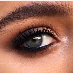 much does mac charge for eye makeup makeup vs no eye makeup eye makeup makeup corrector pen blue eye makeup makeup 2018 trends makeup trends 2020 makeup from the Makeup Trends, Makeup Inspo, Makeup Inspiration, Daily Inspiration, Beauty Make-up, Beauty Hacks, Makeup Goals, Makeup Tips, Kylie Makeup