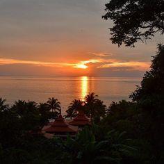 Thai #sunset  #honeymoon #trisara #phuket #thailand #travelblog #traveldiaries #beautifulplaces by dianavonross
