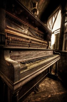 Nothing much more beautiful and peaceful than a used, loved piano in a quiet corner. Love.