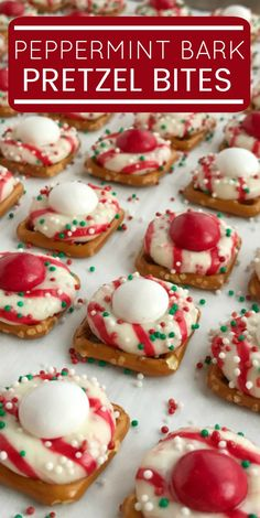 Peppermint bark pretzel bites are sweet n' salty perfection. Melted candy cane crunch Hershey kiss on top of a pretzel, and then topped with a peppermint white chocolate m&m candy. Perfect for Christmas cookie plates or just a fun Holiday treat. Mini Desserts, Cute Christmas Desserts, Easy Christmas Treats, Holiday Snacks, Christmas Cooking, Holiday Recipes, Christmas Bark, Holiday Baking Ideas Christmas, Easy Christmas Baking Recipes
