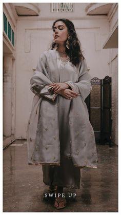 Pakistani Fashion Casual, Pakistani Outfits, Bollywood Fashion, Indian Outfits, Indian Fashion, Pakistani Couture, Pakistani Dress Design, Dress Indian Style, Indian Dresses