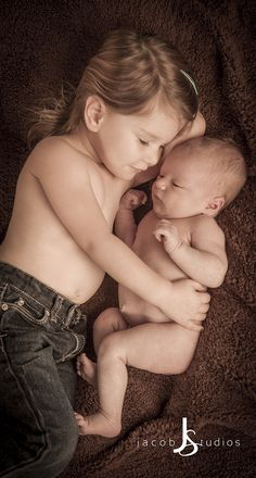 Newborn Sibling Photography. www.jacobstudios.com