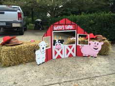 A little farm themed photo booth for a two year old - tri-fold presentation board, duct and electrical tape, and animals cut from the box the new vacuum came in! Farm Animal Party, Farm Animal Birthday, Barnyard Party, Farm Birthday, 3rd Birthday Parties, Birthday Ideas, Petting Zoo Birthday Party, Tri Fold, Electrical Tape