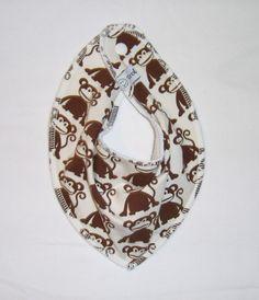 Siklesmekke i bomullsjersey med fleece på baksiden så ikke fuktighet slipper i gjennom. Festes med plast trykknapp- str ca 0-3 år.
