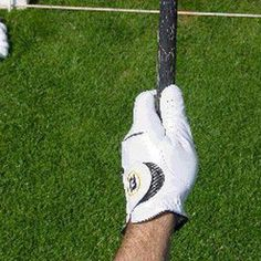 Golf Clubs Women How to Grip Your Golf Club: Check Knuckles and 'V' Position - Here is a step-by-step guide to the proper golf grip, the right way for golfers to take hold of the club, starting with the lead (top) hand. Ladies Golf Clubs, Best Golf Clubs, Mini Golf Near Me, Golf Card Game, Golf Handicap, Golf Bags For Sale, Dubai Golf, Golf Trolley, Golf Simulators