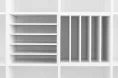 ELEGANT Regaleinsatz für horizontale und vertikale Aufbewahrung im Kallax oder Expedit Regal // Kallax (or Expedit) shelf unit for horizontal or vertical organisation - http://new-swedish-design.de/de/blog/news/ein-postfach-macht-dein-ikea-kallax-zu-einem-plattenregal