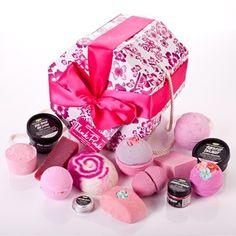 Think Pink Gift set - Lush does an all pink set. Lush Cosmetics, Handmade Cosmetics, Lush Gift Set, Gift Sets, Lush Shop, Lush Fresh, Lush Bath Bombs, Perfume, Pink Gifts