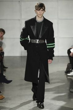 View the full Raf Simons Fall 2017 menswear collection.