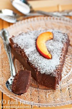 Flourless chocolate cake so delicious and decadent Breakfast Dessert, Dessert Table, Breakfast Ideas, Romanian Desserts, Food Swap, Flourless Chocolate Cakes, Something Sweet, Nutritious Meals, Fudge