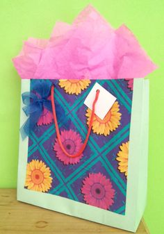 $15.00 MXN. Bolsa de regalo multicolor.