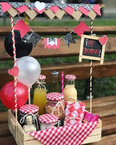Handmade Birthday Gifts, Gift Box Birthday, Happy Birthday Gifts, Birthday Gifts For Boyfriend, Box Deco, Breakfast Basket, Birthday Hampers, Wedding Gift Baskets, Birthday Breakfast