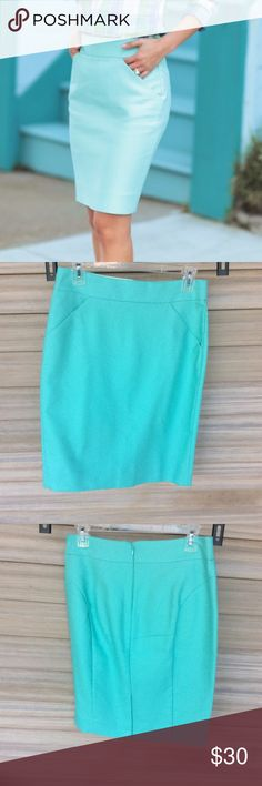 """J Crew Mint Pencil Skirt Flattering Pencil skirt with pockets. 21"""" long.   >Condition: New  🚫 No Trades ✅ Discounted Bundles ✅ Reasonable Offers J. Crew Factory Skirts Pencil"""