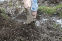 Outdoor Learning Link : Onomatopoeia for the sounds our feet make when we walk barefoot in mud Outdoor Education, Outdoor Learning, Outdoor Play, Learning To Write, Student Learning, Show Dont Tell, Mentor Texts, Mud, Teaching