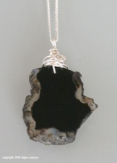 black slab agate pendant wrapped in silver wire Agate, Jewerly, Jewelry Design, Jewelry Making, Wire, Pendant, Silver, How To Make, Black