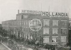 Of the 740 employees working at Hollandia-Kattenburg clothing factory, 367 are Jewish. In the first few years of the war these employees and their families are exempt from deportation because the factory makes uniforms for the Wehrmacht.