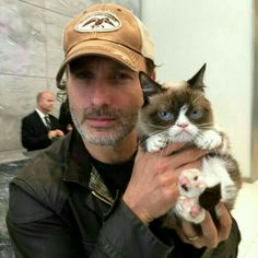 Andy and grumpy cat! Omg lol