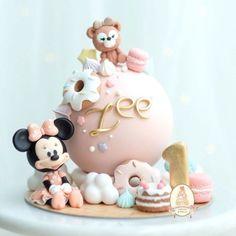 Bunny Birthday Cake, Minnie Mouse Birthday Cakes, Chocolate Pinata, Theme Mickey, Pinata Cake, Beautiful Birthday Cakes, Disney Cakes, Cake Decorating Techniques, Pretty Cakes