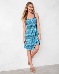 The Cora Dress is ready for a fun loving active lifestyle. A crossed double strap back is both supportive and gorgeous, complementing the bold print and pattern of the comfortable stretch fabric. For more high performance jet set style with a bohemian flair, head to prAna.com