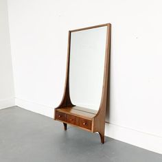 Mid century modern Broyhill Brasilia jewel box mirror with 3 small drawers. Some light scuffing/scratching from age appropriate wear. Small Drawers, Mid Century Furniture, Home Decor Inspiration, Furniture Decor, Mid-century Modern, Interior Design, Mirror, Wine Country, Ideas Para