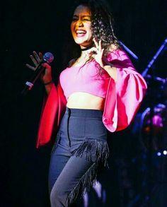 Indian sakira Neha Kakkar Dresses, Queen, Bollywood, Celebrity, Celebs, Indian, Photos, Outfits, Beautiful