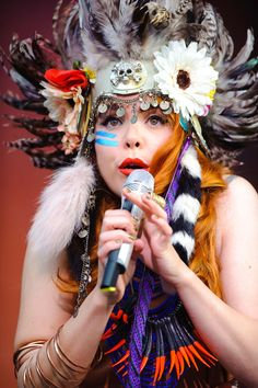 Paloma Faith's festival headdress - celebrity hair and hairstyles