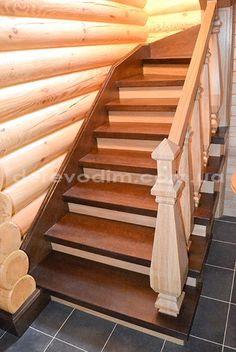 Сходи в дерев'яному будинку