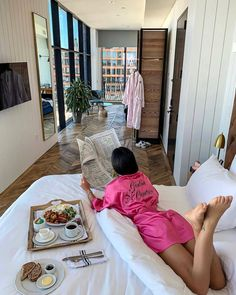 The Pink Luxury Lifestyle Boujee Lifestyle, Luxury Lifestyle Fashion, Reproduction Photo, Bougie Black Girl, Estilo Jenner, Luxury Girl, Classy Aesthetic, Billionaire Lifestyle, Luxe Life