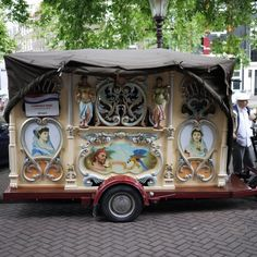 Draaiorgel, this mobile, street calliope-sound system thing is THE most obnoxious sound I have ever heard in life…