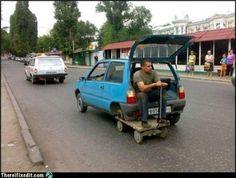 Humor para el lunes: vale que los coches no deban ser de usar y tirar, pero esto es pasarse un poco :-P