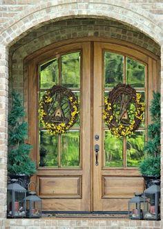 Front Door Wreaths! Great Decorative Wreath Ideas For Your Front Door! But pinning for the doors