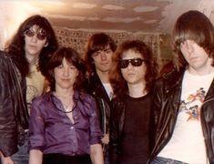 The Ramones - Joey Ramone Joey Ramone, Ramones, Beatles, Billy Idol, The Clash, Music Photo, Music Love, Rock Music, New Wave