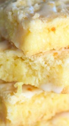 Pineapple Bars - They are so light and full of flavor that your mouth sighs with every bite! Pineapple Bars - They are so light and full of flavor that your mouth sighs with every bite! Eat Dessert First, Dessert Bars, Barres Dessert, Baking Recipes, Cookie Recipes, Bar Recipes, Cream Recipes, Family Recipes, Puddings