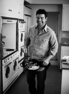 @DineandDish  here ya go - Kyle Chandler AND he's helping out with cooking for food blogging
