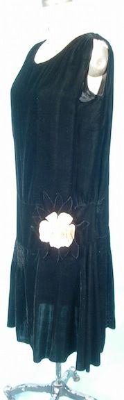 c.1927 Black Silk Velvet Flapper Dress.  http://alittlebitofthisthatandeverything.blogspot.com/?view=flipcard