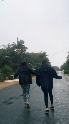 sometimes dancing in the rain is a great distraction from life Best Friend Gifs, Best Friend Pictures, Best Friend Video, Friends Video, Aesthetic Movies, Aesthetic Videos, Aesthetic Style, Couple Aesthetic, Aesthetic Grunge
