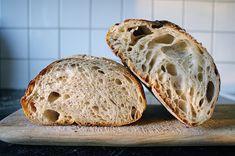 Det här är mitt bästa bröd just nu. Det är h åligt, segt och har mycket smak. Precis som jag vill ha det. Jag fick baka många gånger innan j... Bread Bun, Sourdough Bread, Lchf, I Foods, Dairy Free, Breakfast Recipes, Bakery, Food Porn, Brunch