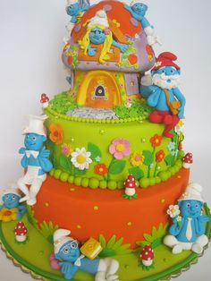 Way too much fondant for my taste, but the detail of every cake in this blog is truly amazing!