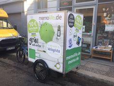 Ein paar Bilder des Berliner #Fahrrad-Kuriers #Velogista mit den neuen #memo-Transportboxen! Fotos von #PollyPaper - beides memo-Partner. | Some pics of the Berlin-based #ebike #carrier s new transport boxes with #memolife ads on it, in front of another memo partner in Berlin: #Pollypaper