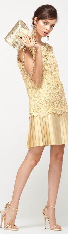 ya dije que adoro las faldas plisadas pero esta va además con una blusita de encaje