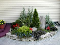 30 Wonderful DIY ideas with stone flower beds - Alles über den Garten Flower Landscape, Landscape Design, Diy Patio, Backyard Patio, Stone Flower Beds, Raised Patio, Driveway Landscaping, Landscaping Ideas, Patio Ideas