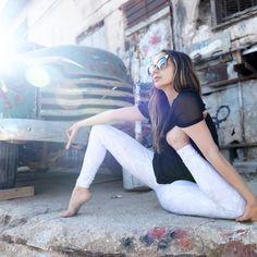 Feeling funky. @Talia_Sutra rocking the Airbrush Legging in Vapor Python. #aloyoga #beagoddess