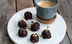 Snickerskuler - Oppskrift | Kvardagsmat.no Snacks, Desserts, Recipes, Keto, Food, Tailgate Desserts, Appetizers, Deserts, Eten