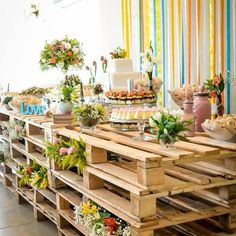I love all the pallets! Brunch Wedding, Chic Wedding, Rustic Wedding, Deco Boheme Chic, Brunch Decor, Pallet Wedding, Easter Table Settings, Cake Table, Traditional Wedding