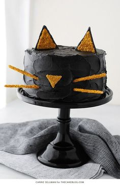 Who said everything had to be scary? Halloween can be cute, too! This year, bake this Black Cat Cake for dessert! Don't worry… this one won't bring you bad luck.