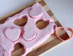 Easy Homemade Marshmallows (WITHOUT corn syrup)!~ i like homemade marshmallows, have to try this minus the corn syrup!