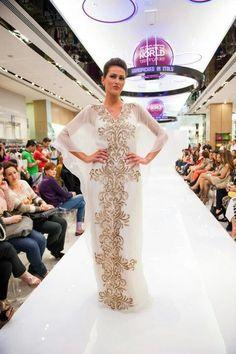 C'est Moi Abaya, Abaya, bisht, kaftan, caftan, jalabiya, Muslim Dress, glamourous middle eastern attire