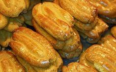 Κουλουράκια Σμυρνέικα Greek Sweets, Greek Desserts, Greek Recipes, Greek Cookies, Pastry Art, Biscuits, Cucumber, Sausage, Food And Drink
